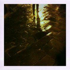 Passeggiata serale sotto la pioggia