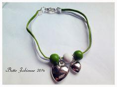 Bracelet femme 20cm en suedine blanche et verte avec breloque coeur, fermoir en metal argenté. : Bracelet par fabienne-botte
