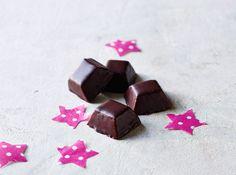 Søde kager i mundrette børnebidder #karenvolf #pyramider #børnefødselsdag