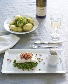 Lettsaltet tork med bacon og ertepure. Fresh cod, the Norwegian way. Photo: Monica Friedrich Styling: Kjersti Edvartsen