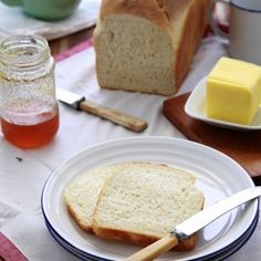 Homemade White Loaf: Instructions with a easy recipe to show you that making bread isn't as scary as you think!