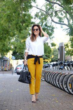 CRÉDITOS  calça: Zara  camisa: Ricardo Almeida  pulseiras: Stephanie Stein
