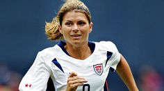ESPN is marking the anniversary of Title IX by unveiling the top 40 female athletes of the past 40 years.Mia Hamm was just 15 years old when she became the youngest woman ever to don the jersey of the U. Mia Hamm, Messi Soccer, Nike Soccer, Soccer Cleats, Solo Soccer, Soccer Usa, Soccer Girl Problems, Manchester United Soccer, Football Hall Of Fame