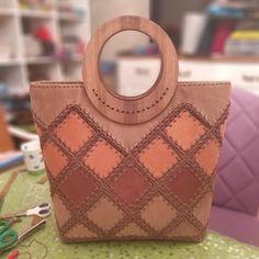 Handmade Purses, Handmade Handbags, Purses And Handbags, Leather Handbags, Leather Working Patterns, Crochet Christmas Gifts, Crochet Sandals, Leather Art, Simple Bags