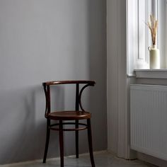 @apieceofjune • Instagram-fényképek és -videók Daily Mood, Wishbone Chair, Pottery, Interior Design, Instagram, Furniture, Vintage, Home Decor, Style