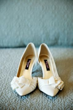 bridal shoes : Nina ivory closed/pointed toe with low heel and ruffled bow on toe| Pepper Nix Photography