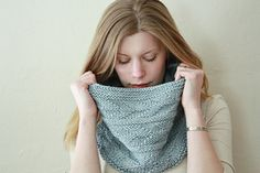 Worked from the bottom up seamlessly. Features an easy to memorize stitch pattern with stunning texture. The simple knit and purl panels create visual movement on the silvery blue moonlight base.