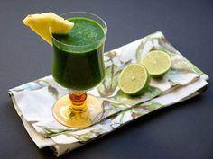 Tropical Green Juice With Pineapple Juice, Juice, Fresh Spinach, Mango Juice, Fresh Lime Juice Fresh Juice Recipes, Mango Recipes, Juicer Recipes, Fresh Lime Juice, Yummy Recipes, Healthy Recipes, Juice Smoothie, Smoothie Drinks, Smoothie Recipes