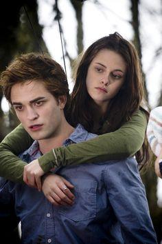Kristen Stewart and Robert Pattinson in Twilight Twilight 2008, Twilight Series, Vampire Twilight, Bella Swan, Robert Pattinson, Mr. Bean, Best Teen Movies, Julia Ormond, Edward Bella