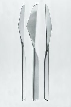 Knifes from the 'Caravelle' flatware series, designed by Tapio Wirkkala for use in-flight on Finnair's aircraft; produced by Kultakeskus, 1960; image courtesy of the Tapio Wirkkala Rut Bryk Foundation