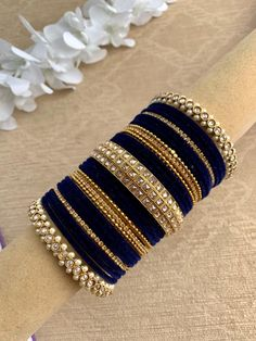 Antique Jewellery Designs, Fancy Jewellery, Stylish Jewelry, Fashion Jewelry, Antique Jewelry, Bridal Jewellery Inspiration, Indian Bridal Jewelry Sets, Bridal Bangles, Hand Jewelry