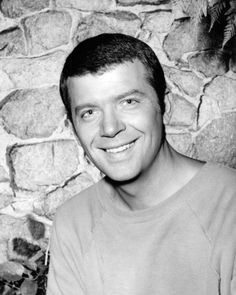 Robert Reed (1932 – 1992) Best known as Mike Brady from the Brady Bunch