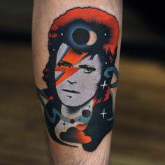 David Bowie tribute tattoo by David Cote. Star Tattoos, Life Tattoos, Body Art Tattoos, Tattoos For Guys, Music Tattoos, David Bowie Tattoo, David Tattoo, Ancora Old School, Stardust Tattoo