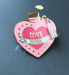 Love potion pin from the wizarding world Harry Potter Magic, Harry Potter Pin, Perfect Date, Kpop Merch, Hard Enamel Pin, Metal Pins, School Bags, Flask, Harry Styles