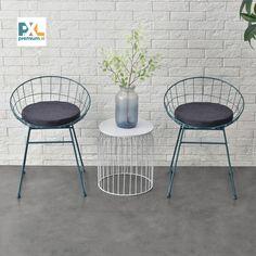 Moderné a pohodlné kovové stoličky s krásnym dizajnom a vynikajúcimi úžitkovými vlastnosťami. Svoje miesto si zastanú v kuchyni alebo jedálni. Štýlovým elegantným vzhľadom skvele zapadnú aj do kaviarne, reštaurácie, cukrárne. K stoličke patrí vankúšik s textilným polyesterovým poťahom.