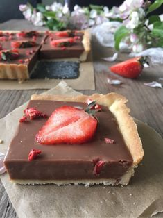 Cookies and Sweets - Chocolate cheesecake pie with fresh strawberries