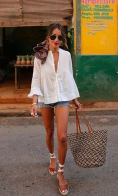 stunning outfit idea for summer / white shirt bag shorts platform sandals Source by web_inspo outfit summer White Shirt Outfits, Short Outfits, Casual Outfits, Men Casual, Fashion Mode, Look Fashion, Fashion Outfits, Womens Fashion, Fashion Tips