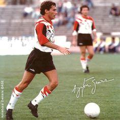 Apesar de futebol não ser o seu forte, Ayrton Senna foi páreo num jogo de 1992, quando, na cidade de Pescara, Itália, o tricampeão contribuiu com um dos gols de sua equipe no empate4 a4 entre a Seleção dos Pilotos de F1 e os dirigentes e técnicos da equipe de futebol local.  Os outros gols foram marcados por Andrea De Cesaris (1) e Gabriele Tarquini (2).