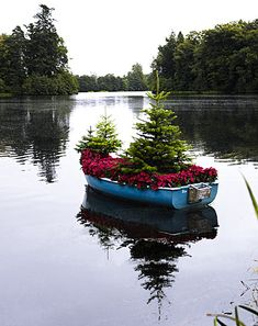 Christmas in a boat....I love it!