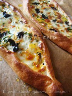 Peynirli – cuisine à 4 mains You are in the right place about Cheese table Here we offer you the most beautiful pictures about the Cheese sauce you are looking for. When you examine the Peynirli – cuisine à 4 mains part of the picture you can get[. Turkish Cheese, Turkish Pizza, Pizza Recipes, Cooking Recipes, Cooking Pork, Skillet Recipes, Cooking Tools, Good Food, Yummy Food