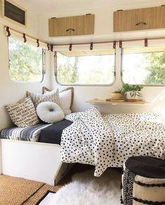 Vintage Airstream Renovation Designs for Make Happy Camper Vintage Caravan Interiors, Caravan Vintage, Vintage Airstream, Vintage Caravans, Vintage Campers, Vintage Rv, Campervan Interior, Rv Interior, Interior Ideas