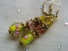 Glasohrringe - Ohrringe Tropfen mit Lampwork gelb und Blüten pink - ein Designerstück von kunstpause bei DaWanda