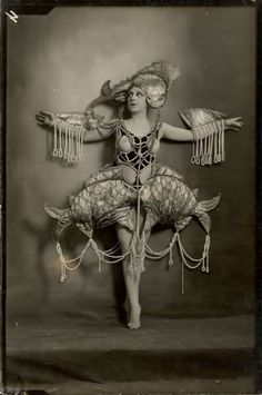 Costume design by Walery in 1900.
