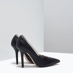 Image 4 of VINYL HEEL COURT SHOE from Zara