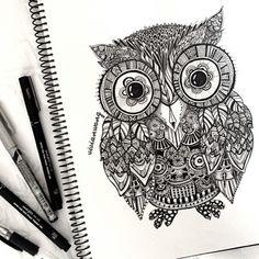 Zentangle Owl   Negro Fineliner Pen (Encuéntrame en http://www.colour-to-inspire.tumblr.com o http://instagram.com/vivianhitsugaya) No quite crédito.
