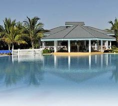 Hotel Melia Las Dunas Cayo Santa Maria is an All-Inclusive Five-Star Resort with 925 rooms which feels more like a small city than a hotel. Located right on the beachfront, just a few steps from the white sands in Cayo Santa María