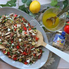 Salata me fakew kai tono. Salad Bar, Cobb Salad, Fun Cooking, Cooking Recipes, The Kitchen Food Network, Food Presentation, Paella, Food Network Recipes, Food Art