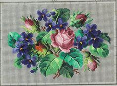 Veličanstvena starinska šema sa motivom ruža i ljubičica.