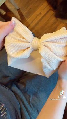 Diy Baby Headbands, Diy Headband, Baby Bows, Sewing Basics, Sewing Hacks, Sewing Tutorials, Diy Bow, Diy Hair Bows, Fashion Sewing