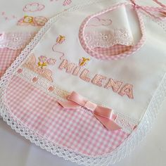 Bebe Baby, Mom And Baby, Baby Dress Clothes, Bib Pattern, Baby Clothes Patterns, Baby Necessities, Baby Burp Cloths, Baby Bonnets, Baby Crafts