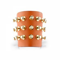 Leather bracelet with metal studs. Lining in natural cowhide leather. Adjustable. Thanks to the study of the materials and the various techniques of elaboration, Yuni Lartile make jewelries of absolute beauty with a particular attention to details and terminations.