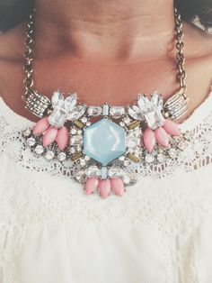 Statement necklace in dreamy soft pink and baby blue. Pop the soft colors with a bit of bling a ling ;)