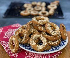 Κουλουράκια κρασιού | Συνταγή | Argiro.gr Sweets Recipes, Desserts, Greek Sweets, Food Categories, Doughnut, Recipies, Favorite Recipes, Cookies, Cake
