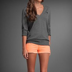 orange shorts, grey shirt - this color combination is fantastic, her tan doesn't hurt either