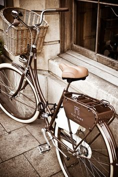 Bike @ QUOD by chiscocks, via Flickr