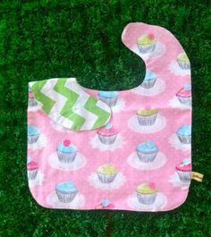 Oversized No Mess Reversible Bib in Quaint Cupcakes / Chevron Kelly Green. Wear it on your tot during feeding time. The oversized bib protects your child's clothing... No need to worry about spills, stains and mess! Best especially for moms who are scared of getting their child's clothes dirty! =)  Send us a message at info@ilovebabinski.com & LIKE us on Facebook  Php 120.00 www.ilovebabinski.com