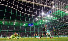 Moenchengladbach's Belgian midfielder Thorgan Hazard scores the opening goal past Barcelona's German goalkeeper Marc-Andre Ter Stegen during the UEFA Champions League first-leg group C football match between Borussia Moenchengladbach and FC Barcelona at the Borussia Park in Moenchengladbach, western Germany on September 28, 2016. / AFP / Odd ANDERSEN