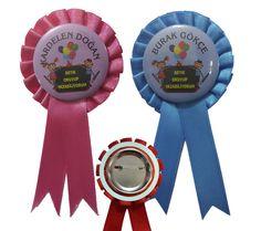 Okuma Bayramı etkinlikleri için imalatını yaptığımız saten buton rozetli kokartlar  hediyelikbak.com ve kokartimalati.com da