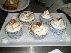 Unos muffins de frutilla deliciosos, para aprovechar la época de frutillas y también se pueden ahcer con otra frutas, cmo frutos rojos, duraznos, manzanas,... Muffins de frutas de preparacion rica y sencilla!!!!
