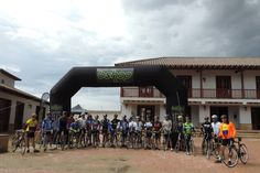 A well-deserved welcome for our biggest group of cyclists arrival in Villa de Leyva!