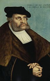 Wormsin valtiopäivien jälkeen keisari asettui vastustamaan Lutheria ja tämä julistettiin valtakunnankiroukseen eli hänestä tuli lainsuojaton. Vaaliruhtinas Fredrik Viisas tuki Lutheria ja piilotti hänet Wartburgin linnaan, jossa tämä vietti kymmenen kuukautta keskittyen kirjalliseen työhön.