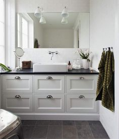 Farmhouse Bathroom Vanity - There's no denying that rustic bathroom vanities can be very astonishing to look at. Gone are the times when people needed something made out of plastic and which is easy to wash. Rustic Bathroom Vanities, White Vanity Bathroom, Rustic Bathrooms, Bathroom Ideas, Small Bathrooms, Bathroom Remodeling, Country Style Toilets, Kitchen Soffit, Kitchen Walls