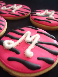 These hot pink zebra cookies were made to match the decor and cake for a little girl's birthday party. The theme for the party was zebra Div. Cupcakes, Cupcake Cookies, Zebra Cookies, Yummy Treats, Sweet Treats, Delicious Cookies, Pink Zebra Party, Monogram Cookies, Little Girl Birthday