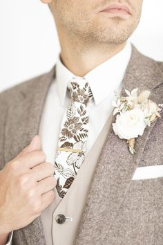 Fall Wedding Attire, Wedding Suits, Brown Suit Wedding, Dream Wedding, Wedding Day, Modest Wedding, Wedding Flowers, Groom Ties, Indian Men Fashion