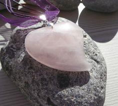Pendentif en quartz rose forme coeur + cordon ruban offert : Collier par lapassiondisabelle