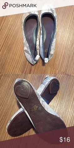 Gap snakeskin flats Excellent condition. GAP Shoes